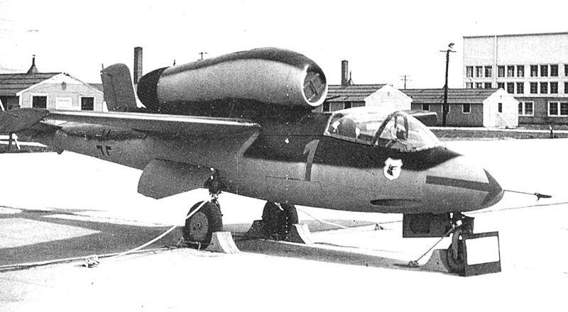 Eine erbeutete He- 111 wurde Tests unterzogen